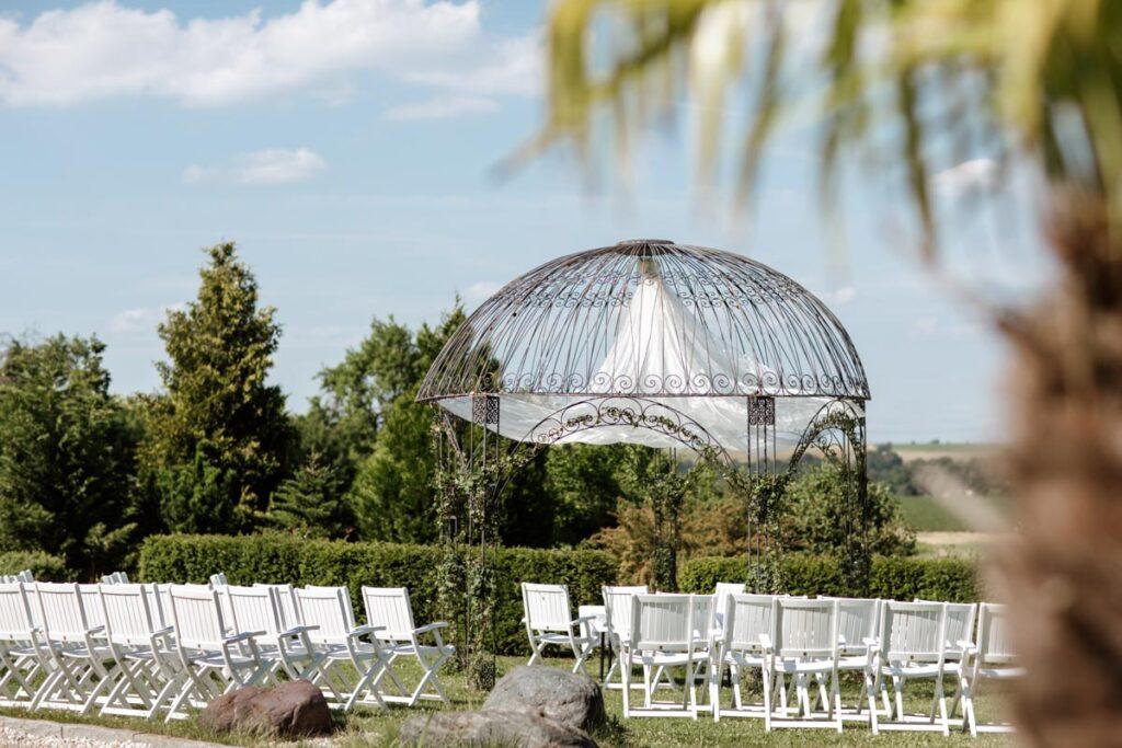 Trauung unter blauem Himmel Romantikhotel Schwanefeld